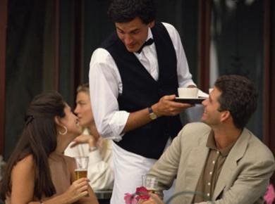 Очередность обслуживания Обслуживая клиентов, в первую очередь обслуживают людей старшего возраста перед младшими и женщин перед мужчинами. Во время т...